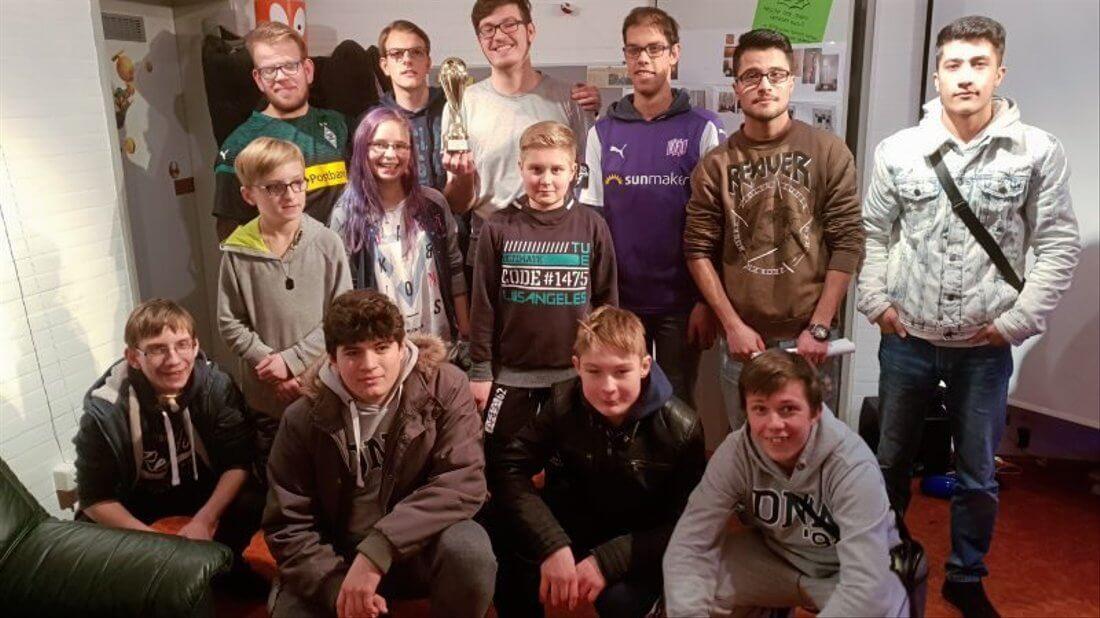 Gruppenfoto vom Playstation-Turnier in Ostercappeln