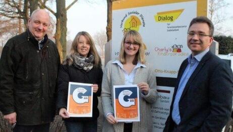 Ein Gruppenfoto mit den Geschäftsführern des VSD und zwei Damen mit Urkunden