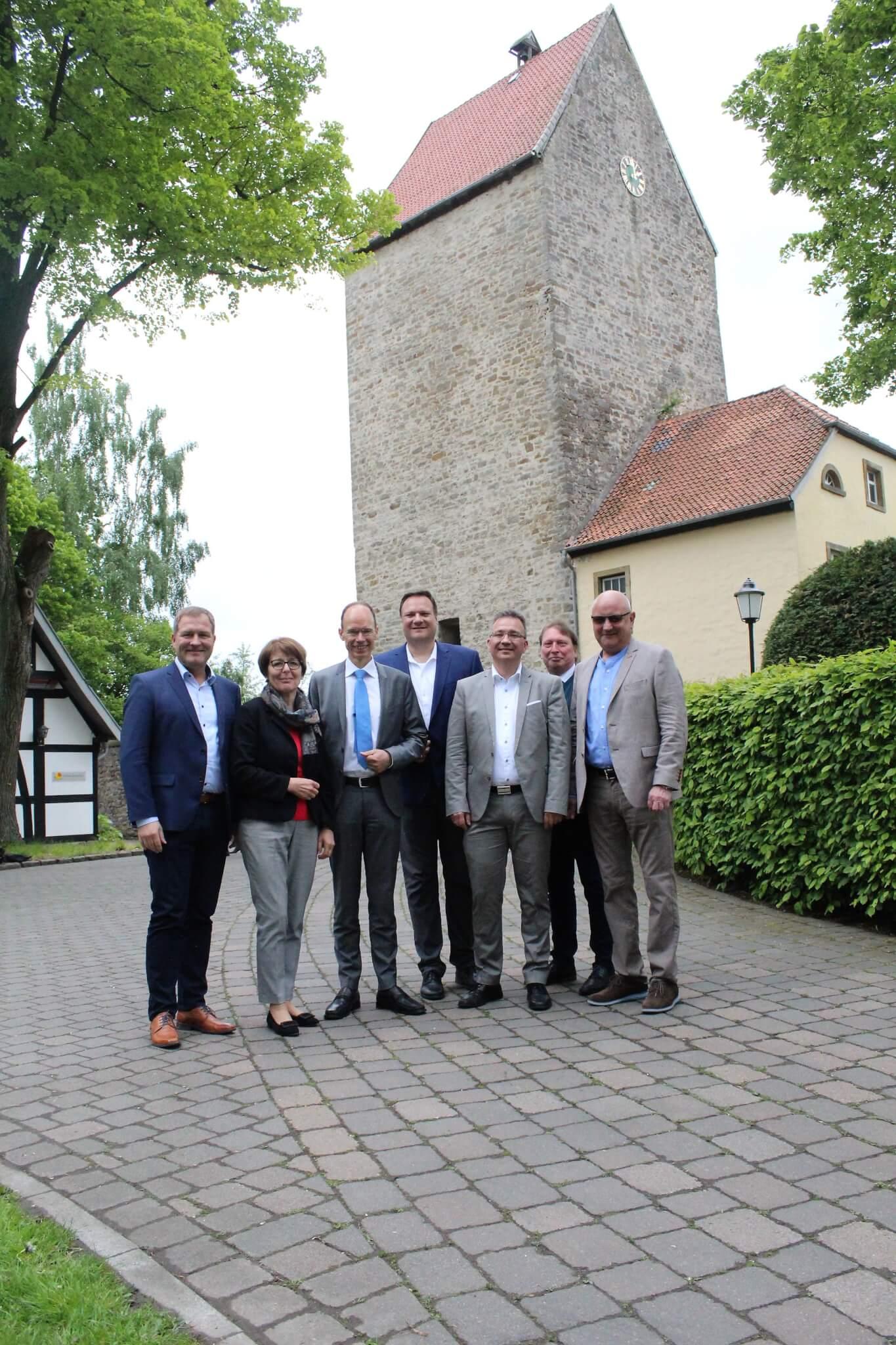 Gruppenbild vor der Burg Wittlage